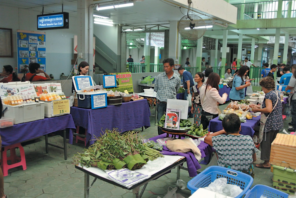 Nakornping-hospital-organic-market
