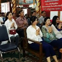 yingluck at temple