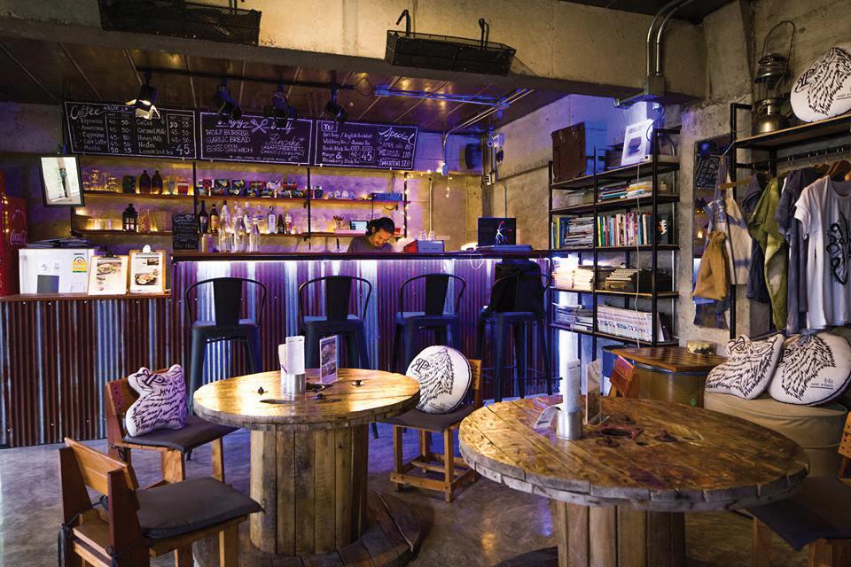 4.Wolf Bar